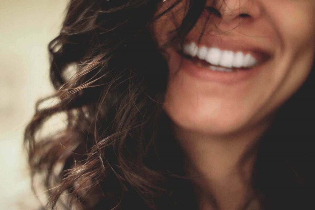 płukanie ust olejem - zdrowe zęby