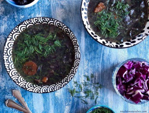 zupa z czerwonej kapusty z batatem